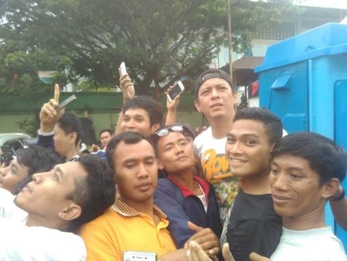 Begini Tingkah Fans di Lampung Saat Ariel Noah dan Kawan-Kawan Cek Kesiapan Sound System