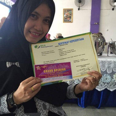 Apa yang Dilakukan Cici Owner Bebek Belur di Lampung Sampai Dapat Sertifikat Membanggakan Ini?
