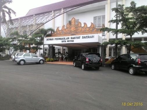 Umbar Paha dan Selangkangan, Ini Penampilan Miss Grand Indonesia Ariska Putri Pertiwi Pakai Royal Sigokh Lampung