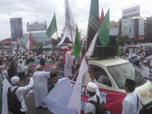 Ratusan Warga dan Ormas Islam Lampung Demo di Bundaran Gajah Minta Polisi Tangkap dan Penjarakan Ahok