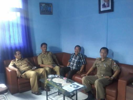 Kepala Dinas Pemuda dan Olahraga Lampung Utara, Fahrizal (kiri) | jejamo.com