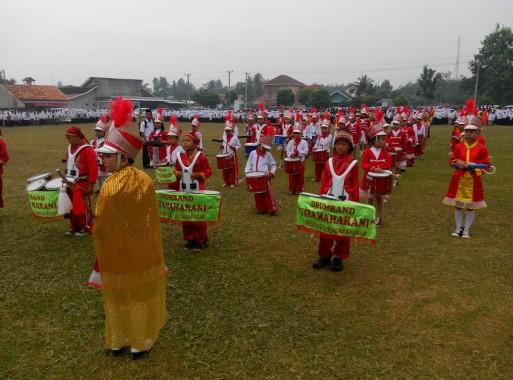 Drumband Gitamaharani Sukadana Pasar Meriah Upacara Peringatan HUT Santri di Lampung Timur
