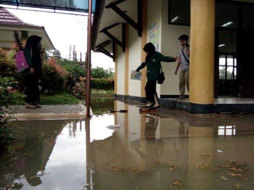 Breaking News: Juru Sita PN Tanjung Karang Eksekusi Paksa Rumah Senilai Rp 7 Miliar di Villa Citra