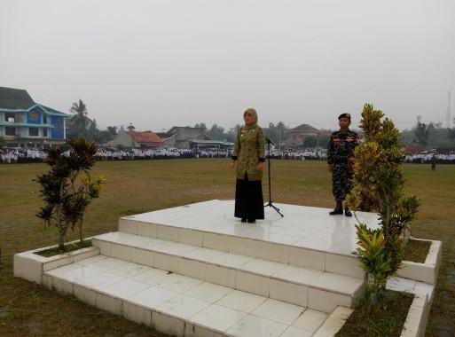 Bupati Lampung Timur Rela Kehujanan saat Pimpin Upacara Peringatan Hari Santri