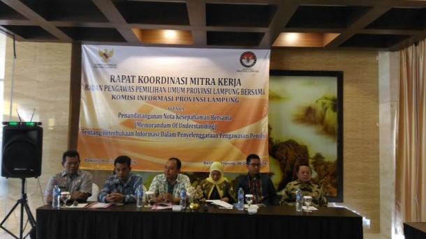 Jumpa pers KI dan Bawaslu Lampung di Hotel Horison, Bandar Lampung, Kamis, 6/10/2016 | Sugiono/jejamo.com