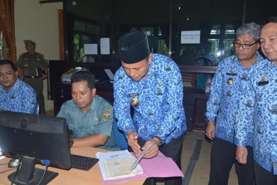 Bupati Lampung Tengah bersama wakil Bupati mengecek beberapa SKPD | Raeza/jejamo.com