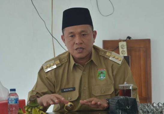 Bupati Lampung Tengah Minta Pemprov Lampung Perbaiki Jalan