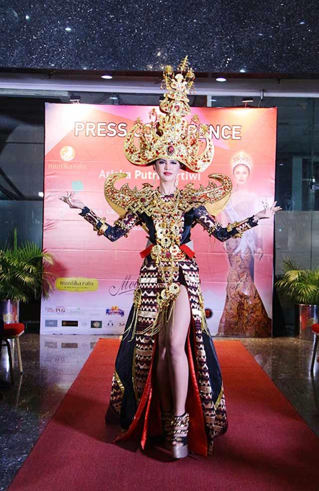 Royal Sigokh Nampak Paha Ariska Putri Pertiwi Pakaian Khas Lampung? Ini Kata Tokoh Adat Lampung