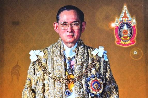Raja Thailand Bhumibol Mangkat, Masa Berkabung Ditetapkan Selama Setahun