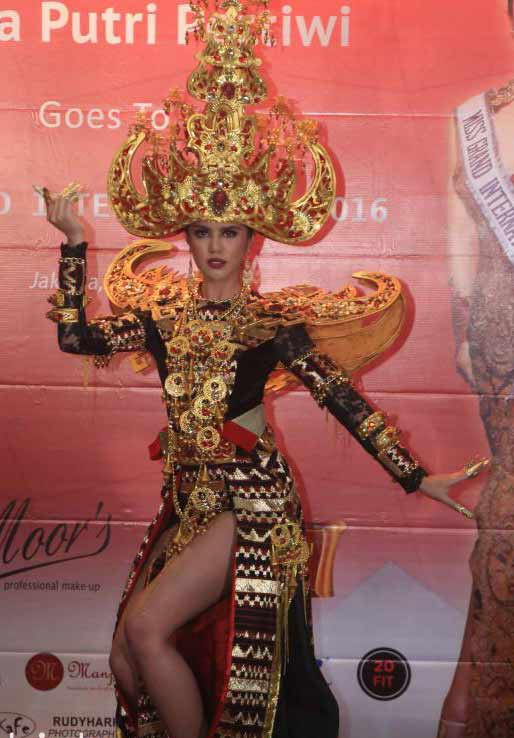 Ariska Putri Pertiwi dengan pakaian Royak Sigokh | ist