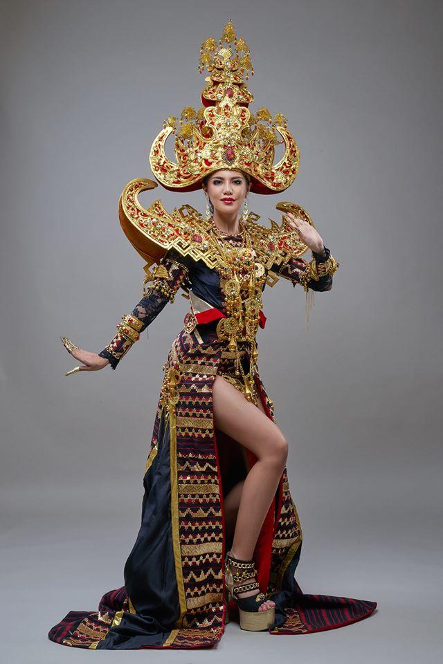 Ariska Putri Pertiwi wakil Indonesia dalam ajang Miss Grand Indonesia 2016 dengan menggunakan pakaian adat Lampung dengan konsep Royal Sigokh | ist