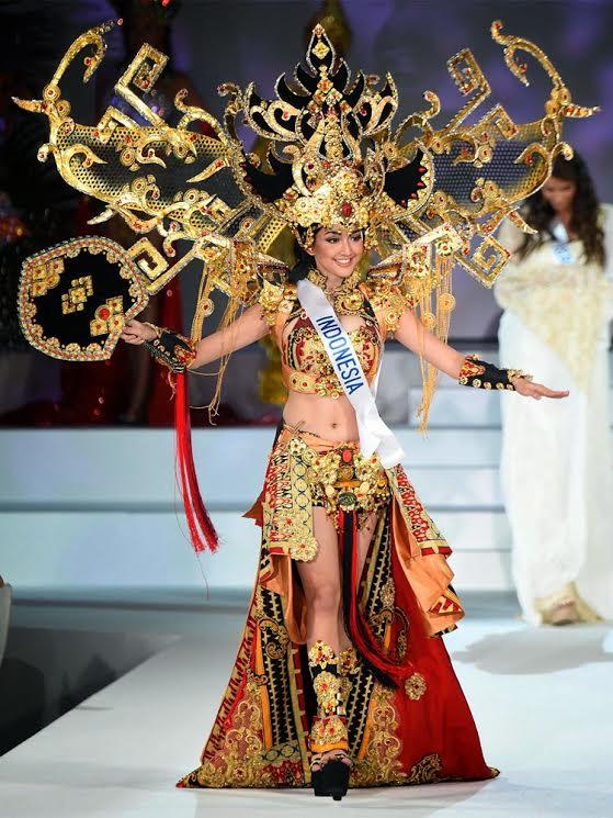 Busana corak Siger, dan Tapis desain Dynand Fariz juga pernah dipakai oleh Elvin Pertiwi pada ajang Miss Internasional 2014 di Tokyo, Jepang. Meski berasal dari Jember, Dynand Fariz justru menoreh prestasi melalui item adat Lampung yang dikembangkan menjadi gaun dan busana karnaval. | Ist