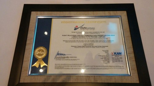 Lamban Indoman Putri Provinsi Lampung Terima Sertifikat ISO 9001:2015