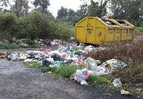 Sampah berserakan di eks terminal Sukadana, Desa Pasar Sukadana | Parman/jejamo.com