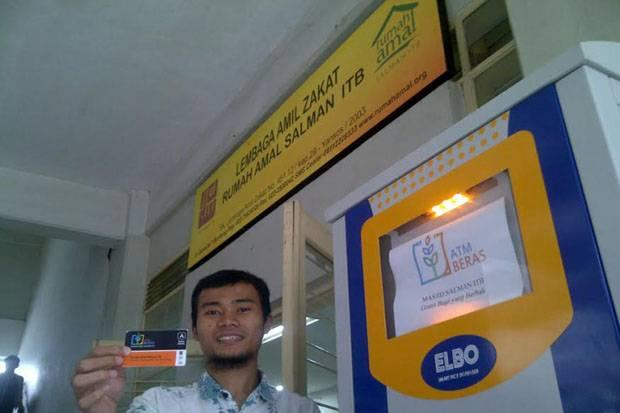 Masjid Salman ITB Punya ATM Beras untuk Salurkan Zakat