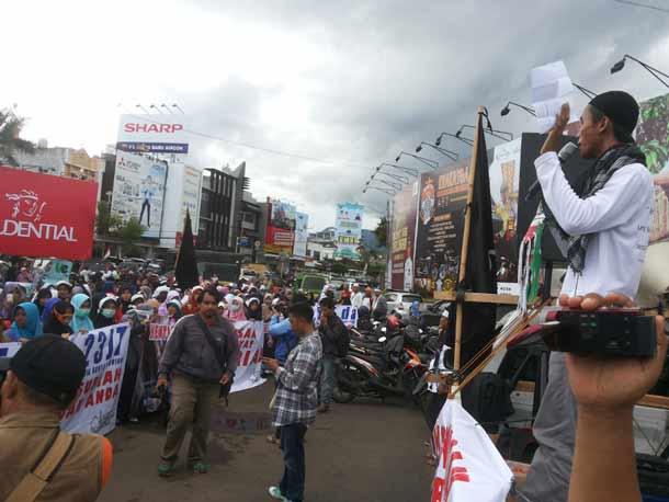 Ratusan Massa AWG dan Ponpes AL Fatah Muhajirun Gelar Aksi Damai Minta Perang Suriah Dihentikan
