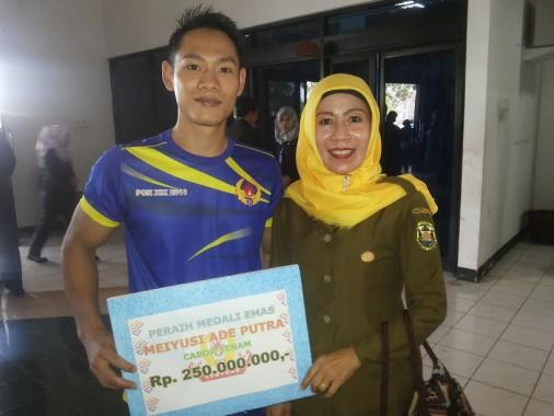 Dapat Bonus Rp250 Juta, Atlet Senam Lampung Meiyusi  Ade Putra akan Berangkatkan Ibu Umrah