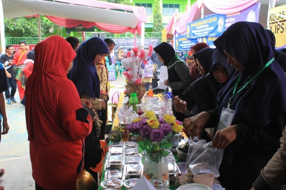 Bazar di SMA Muhammadiyah 1 Metro, Sabtu, 26/11/2016. | Haris/Jejamo.com