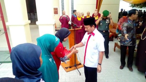 Wali Kota Bandar Lampung Herman HN Hadiri Bakti Sosial di Wihara Satya Budha Tantra