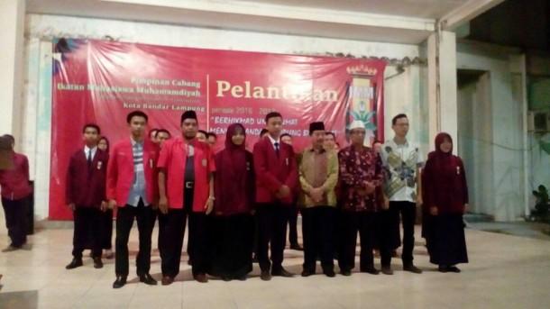 Wali Kota Bandar Lampung Herman HN berfoto bersama pengurus IMM Bandar Lampung, di kompleks UML, Minggu malam, 30/10/2016. | Ist