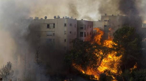 Israel Dilanda Kebakaran Hebat, 80.000 Orang Diungsikan