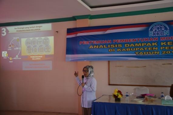Kepala Perwakilan BKKBN Lampung Paulina Sosialisasi Kespro Remaja di Pesawaran