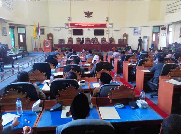 Advertorial: Sempat Molor Lima Jam, DPRD Lampung Timur Akhirnya Gelar Rapat Paripurna Tentang Program Legislasi dan Perda APBD 2017