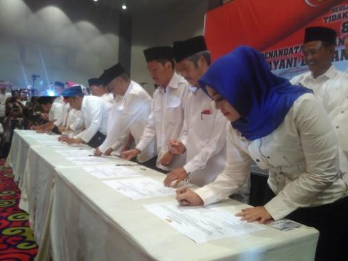 Pasangan Calon Bupati-Wakil Teken Pakta Integritas Besutan Ombudsman Lampung
