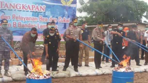 Kantor Bea dan Cukai Bandar Lampung Musnahkan Barang Sitaan Senilai Rp 84 Miliar