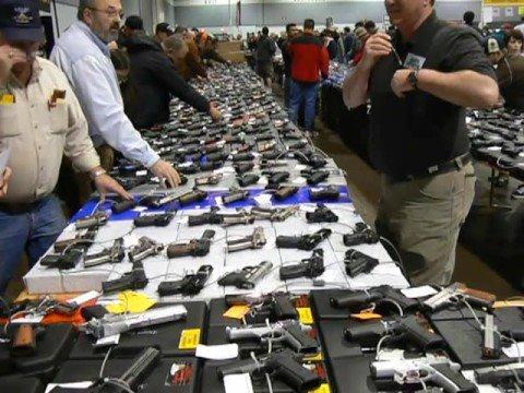 Jelang Pilpres, Warga AS Ramai-ramai Beli Senjata Api