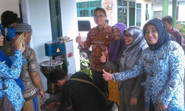 Pengelola 'Bakso Pungky' Kota Metro Dapat Bantuan Alat dari Pemprov Lampung