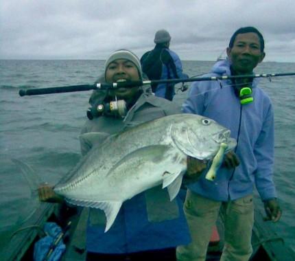 Sensasi Strike Monster GT di Laut Lampung Timur