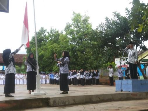 Sambut Hari Guru, SMPN 14 Kemiling Bandar Lampung Gelar Upacara Bendera