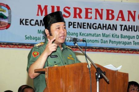 Zainudin Hasan: Lulusan STPDN Prioritas Jabat Camat