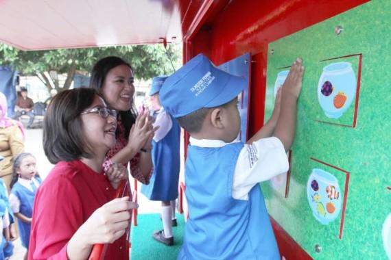 ADVERTORIAL: DPRD Kota Metro Berikan Bantuan Material Program Bedah Rumah
