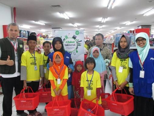 Wajah Ceria 86 Anak Yatim Bisa Belanja di MBK Inisiasi PKPU-IZI Lampung