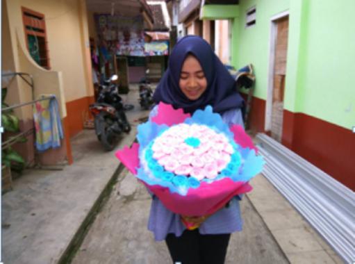 Suryani Perempuan Cantik Penjual Bunga Flanel Tugu Juang Bandar Lampung
