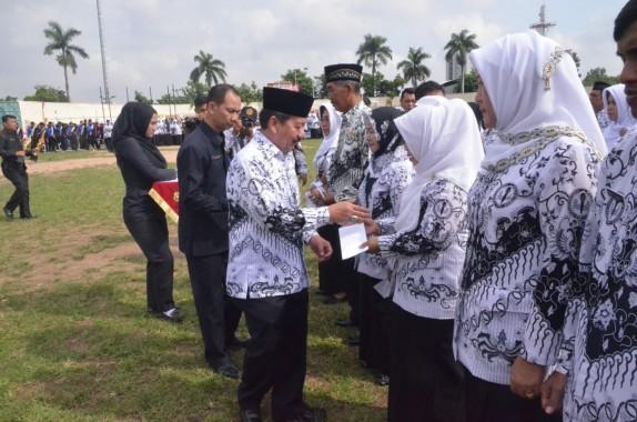 Wali Kota Bandar Lampung Herman HN Pimpin Upacara Hari Guru