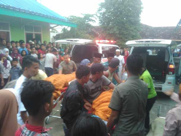 Jenazah Pasutri Kuli Panggul Tewas Terlindas Fuso Dibawa ke Rumah Duka di Campang Raya Bandar Lampung, Tetangga Ikut Menangis