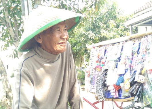 Bros Rp5.000 Itu Bantu Kepulkan Asap Dapur Rumah Kakek Kusran Usia 80 Tahun