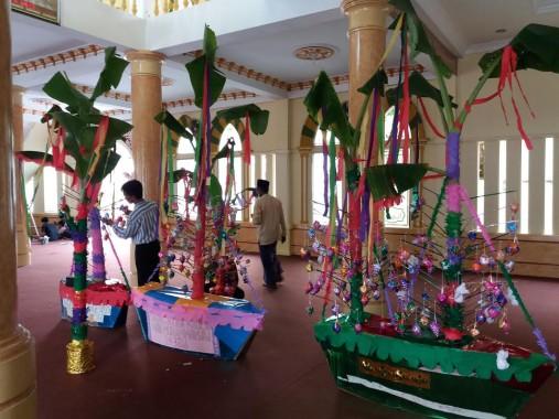 Kembang telur persiapan Maulid Nabi Muhammad Saw di Masjid Al Istiqomah Bandar Lampung. | Adian Saputra/Jejamo.com
