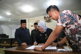 RAPBD Lampung Selatan Tahun Anggaran 2017 Disahkan