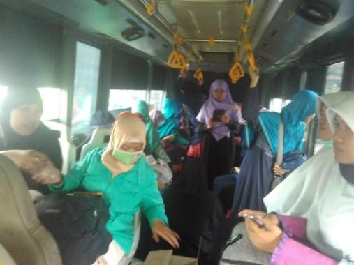 Puluhan Ibu-ibu dan Remaja Putri GNPF-MUI Ikut Berangkat ke Jakarta