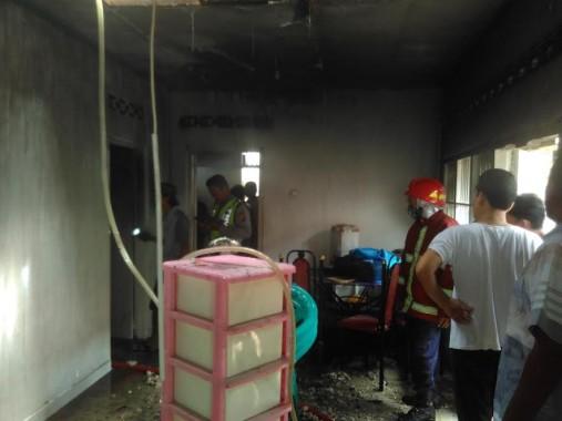 Rumah Bedeng di Kampung Sawah Lama Terbakar, Penghuni Menangis Histeris