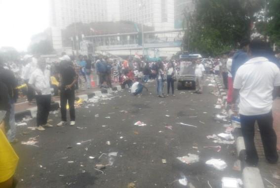 Parade Kebhinekaan 412 Menyisakan Sampah dan Taman Rusak