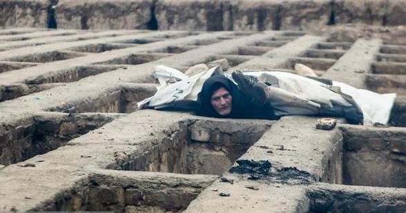 Tragis! Warga Miskin Iran Tinggal di Kuburan