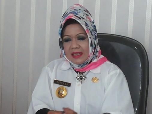 Ahmad Mufti Salim Serahkan Alat Pelindung Diri untuk Relawan Semprot Disinfektan ke Sejumlah Fasilitas Umum