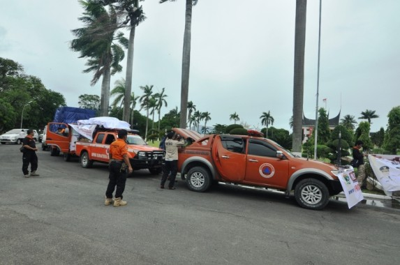 Warga Sumatera Barat Kirim 1 Tom Rendangan Bantu Korban Gempa di Aceh
