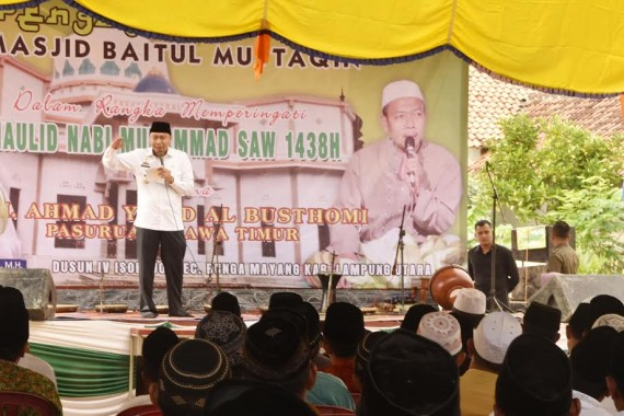 Bupati Lampung Utara Hadiri Peringatan Maulid Nabi di Desa Isorejo Bunga Mayang