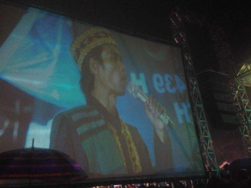 Di Bawah Guyuran Hujan, Ribuan Orang Antusias Ikuti Tablig Akbar Ustaz Abdul Somad